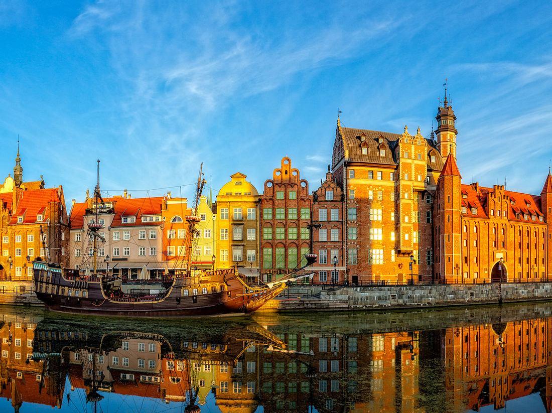 Herrlich: ein Spaziergang am Ufer der Mottlau in der alten Hansestadt Danzig
