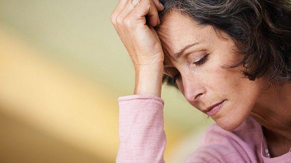 Depression in den Wechseljahren.  - Foto: laflor / iStock