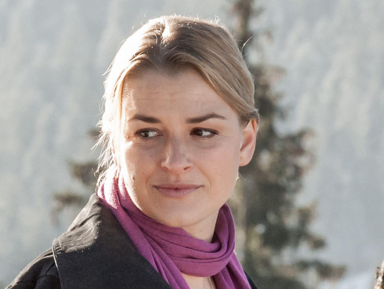 Ines Lutz als Anne in der Serie 'Der Bergdoktor'.