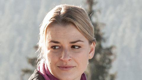 Ines Lutz als Anne in der Serie Der Bergdoktor. - Foto: ZDF / Stefanie Leo