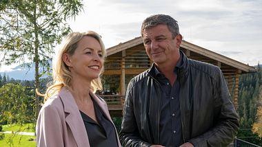Franziska (Simone Hanselmann) und Martin (Hans Sigl) in Der Bergdoktor. - Foto: ZDF / Erika Hauri