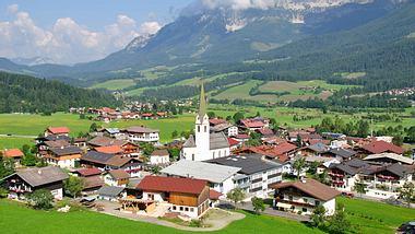 Der Bergdoktor-Drehort Ellmau. - Foto: Eurotravel / iStock