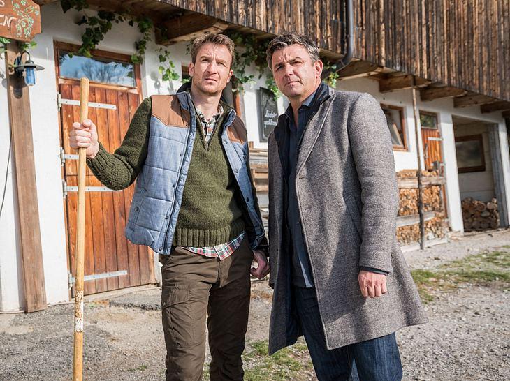 Hans (Heiko Ruprecht) und sein Bruder, der Bergdoktor Martin Gruber (Hans Sigl).