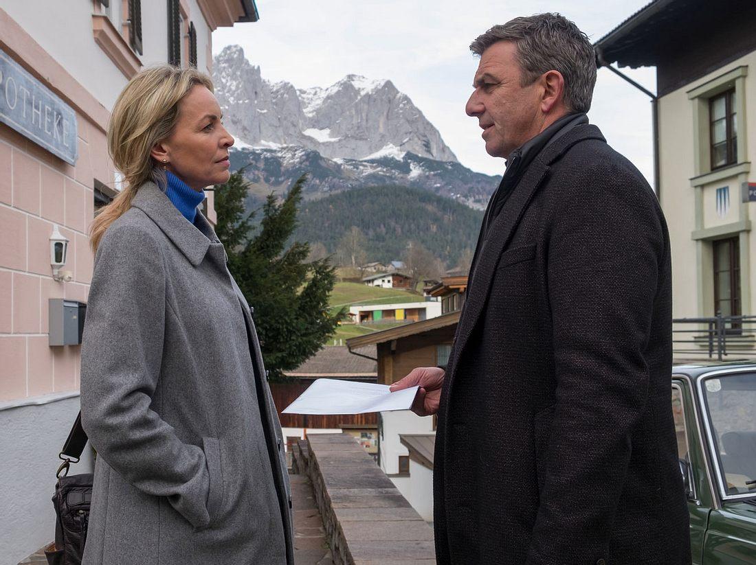 Simone Hanselmann als Anne und Hans Sigl als Martin in 'Der Bergdoktor'.