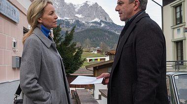Simone Hanselmann als Anne und Hans Sigl als Martin in Der Bergdoktor. - Foto: ZDF / Erika Hauri