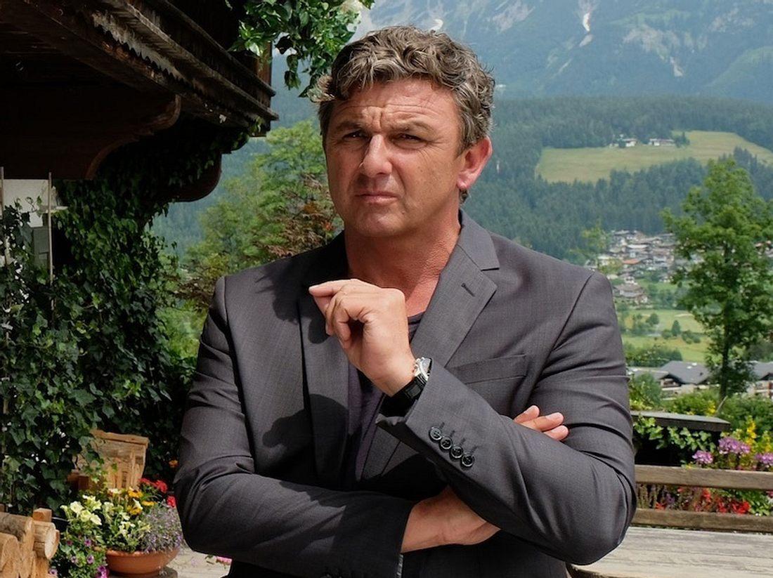 Bergdoktor Martin Gruber (Hans Sigl) kann sich für keine Frau entscheiden.