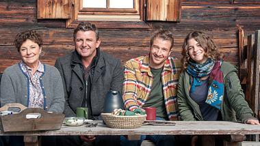 Die Bergdoktor-Crew. - Foto:  ZDF/Stefanie Leo