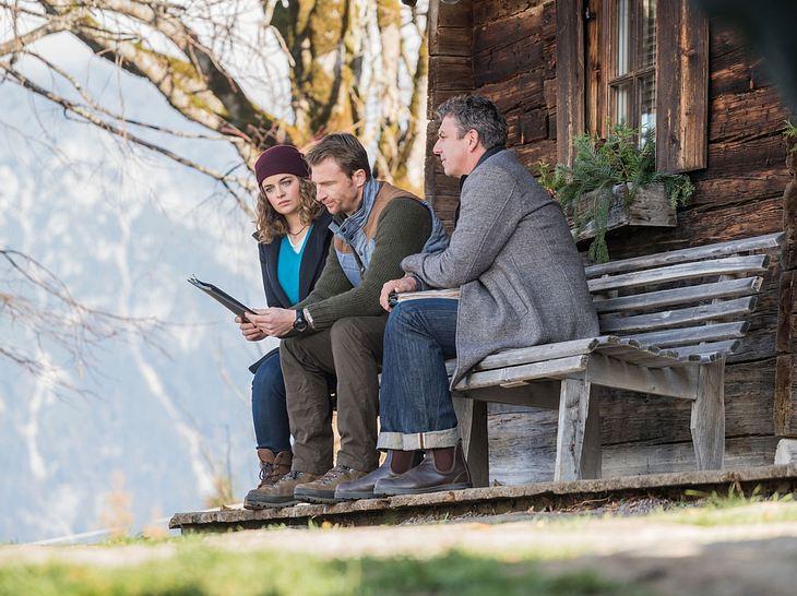Lili (Ronja Forcher), Hans ((Heiko Ruprecht) und Martin (Hans Sigl) besprechen sich.