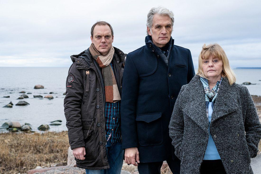 Die Ermittler Thomas (Andy Gätjen), Robert (Walter Sittler), Ewa (Inger Nilsson).