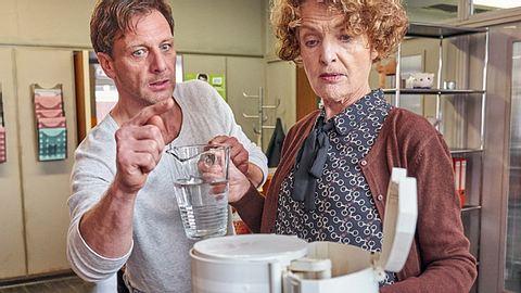 Der Lehrer thematisiert in der neusten Folge das Thema Alzheimer.  - Foto: RTL / Frank Dicks