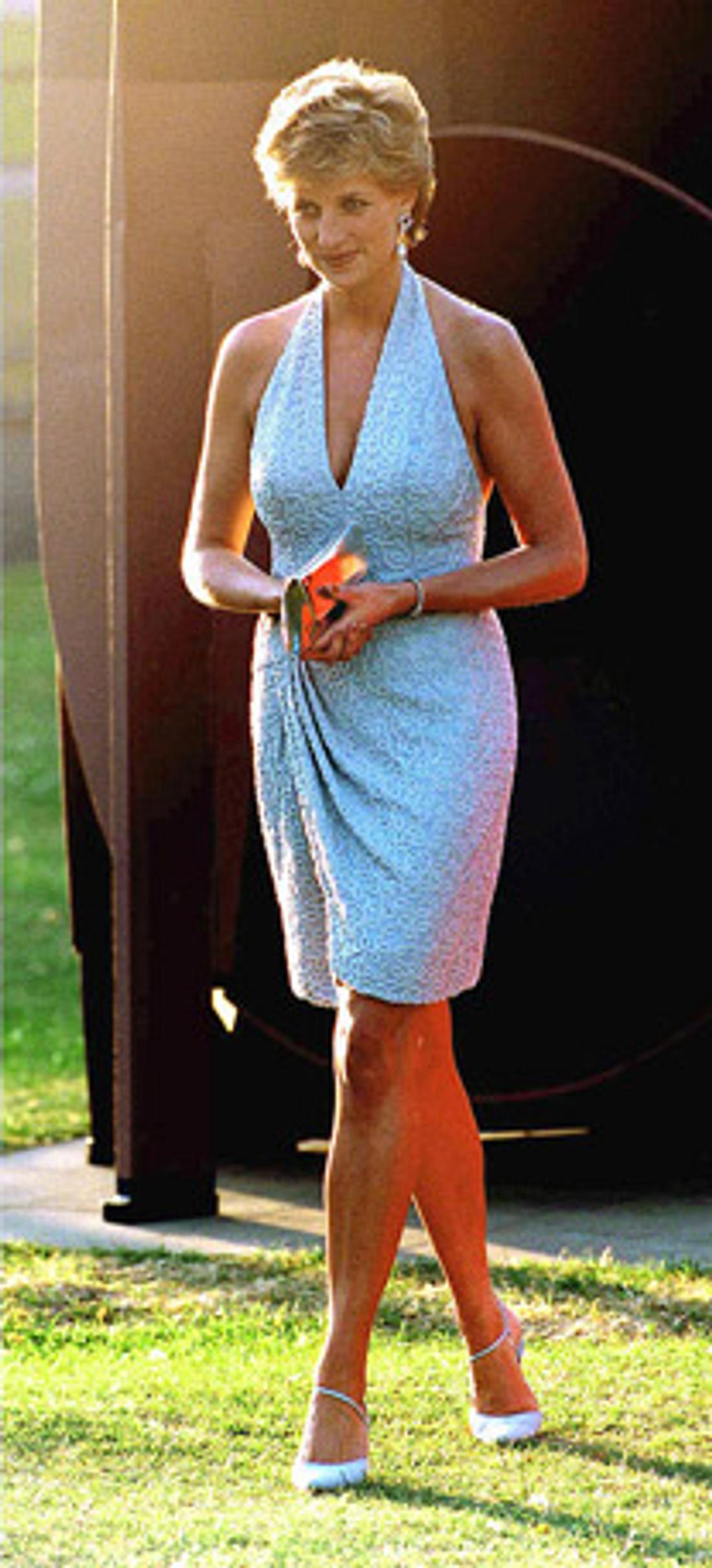 Diana in einem Edelstein-Kleid.