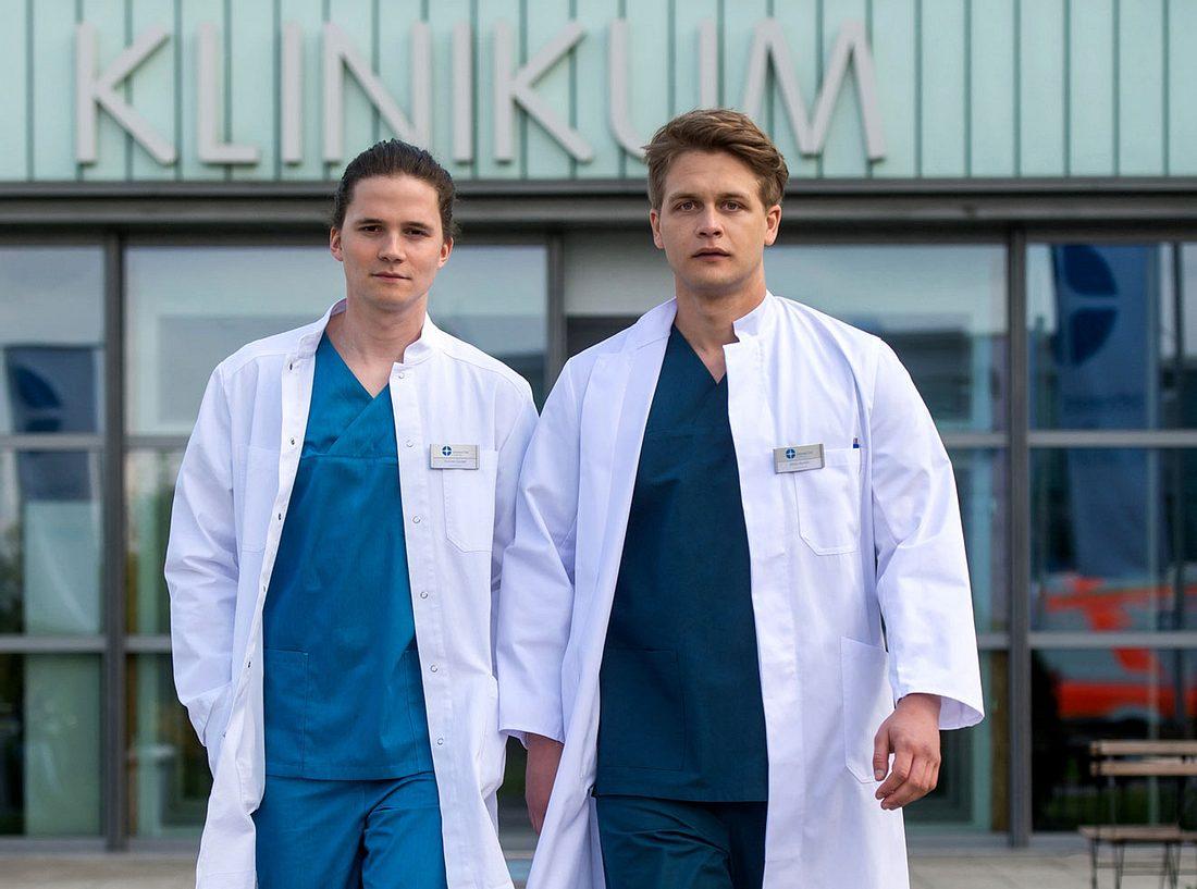 Tilman Pörzgen und Luan Gummich sind die Neuen bei In aller Freundschaft - Die jungen Ärzte.