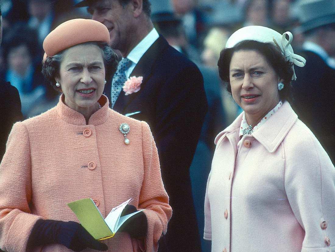 Die Queen und ihre kleine Schwester Prinzessin Margaret kurz nach ihrer Scheidung.