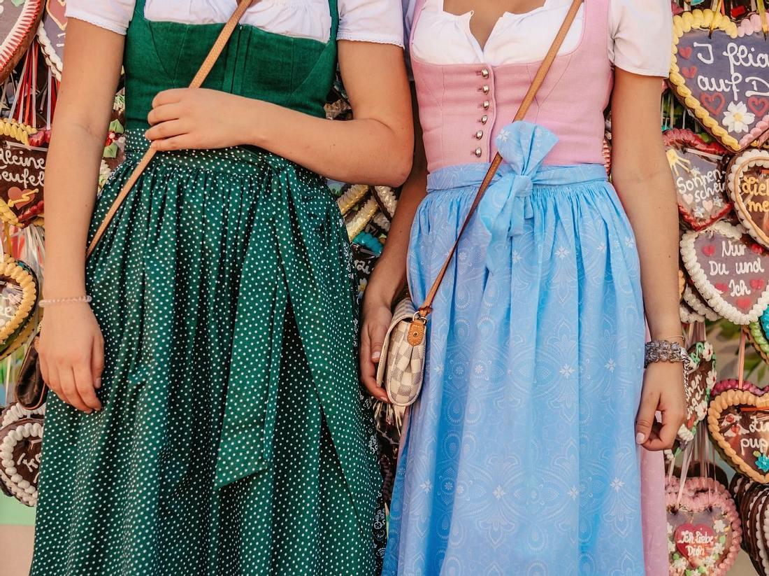 Dirndl lang – elegante Kleider für festliche Anlässe