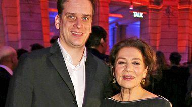 Hannelore Elsner mit ihrem Sohn Dominik im Jahr 2014. - Foto: Chad Buchanan/Getty Images