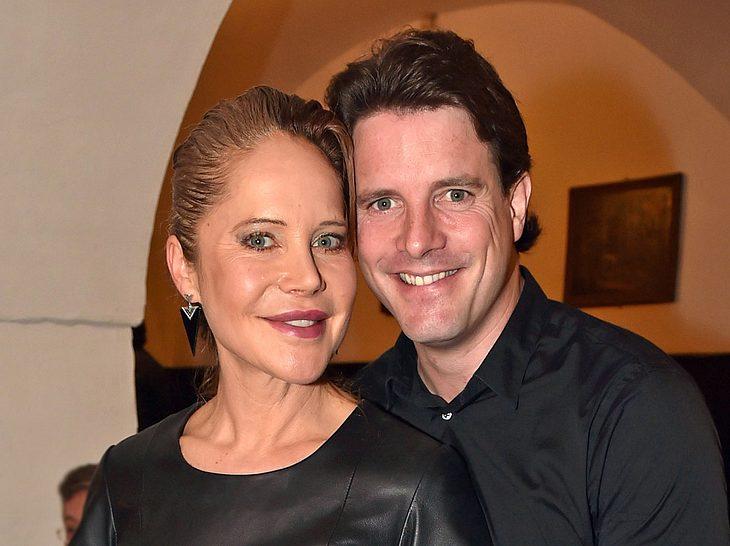 Schauspielerin Doreen Dietel (ehemals Dahoam is Dahoam) und ihr Partner Tobias Guttenberg haben sich getrennt.