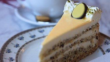 Eierlikörtorte-Rezept: So schmeckt es wie bei Oma - Foto:  aloha_17 / iStock