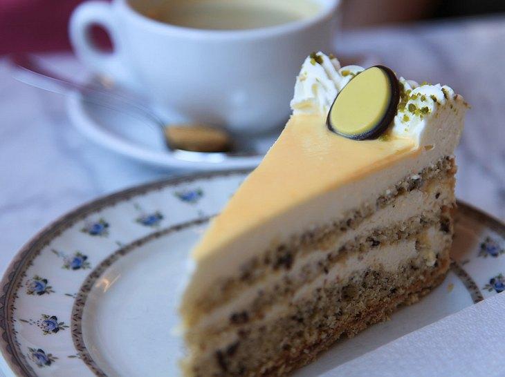 Eierlikörtorte-Rezept: So schmeckt es wie bei Oma