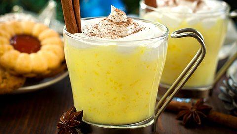 So machen Sie leckeren Eierpunsch selbst. - Foto: kajakiki / iStock