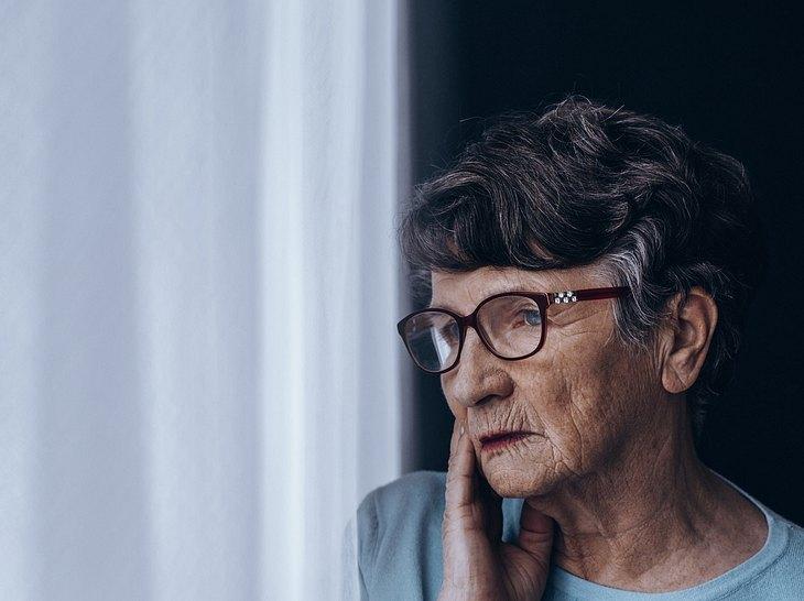 Einsamkeit im Alter: Wenn niemand da ist