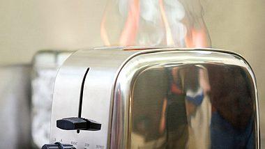 Elektrogeräte müssen immer schneller ersetzt werden. - Foto: Image Source / iStock