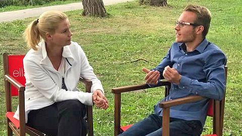 Asperger-Autist Tom Zinram traf Schauspielerin Annette Frier am Set von Ella Schön. - Foto: Talent Exchange