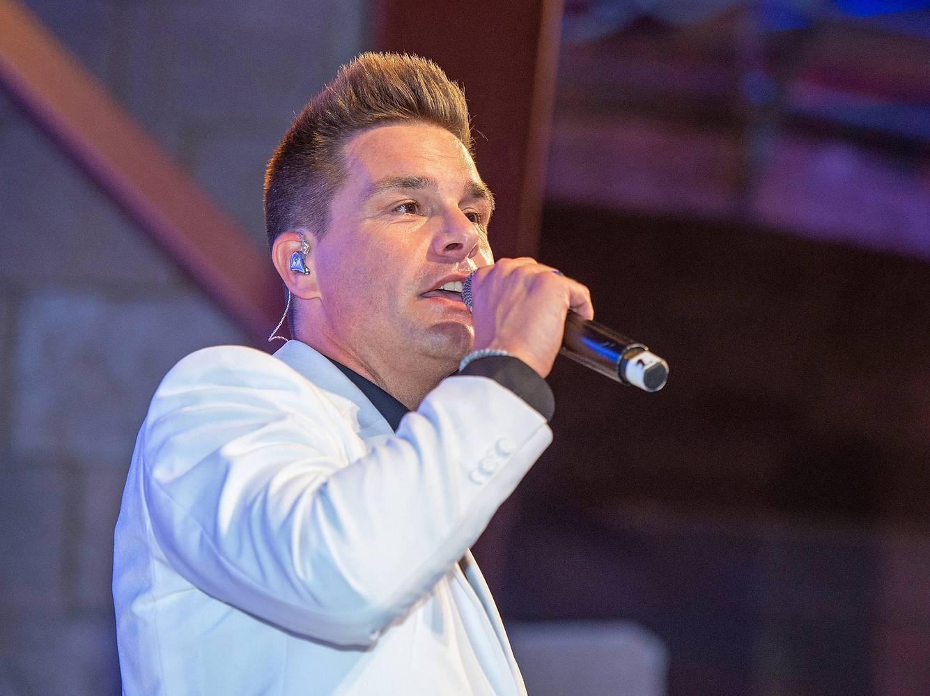 Sänger Eloy de Jong bei einem Auftritt 2018.