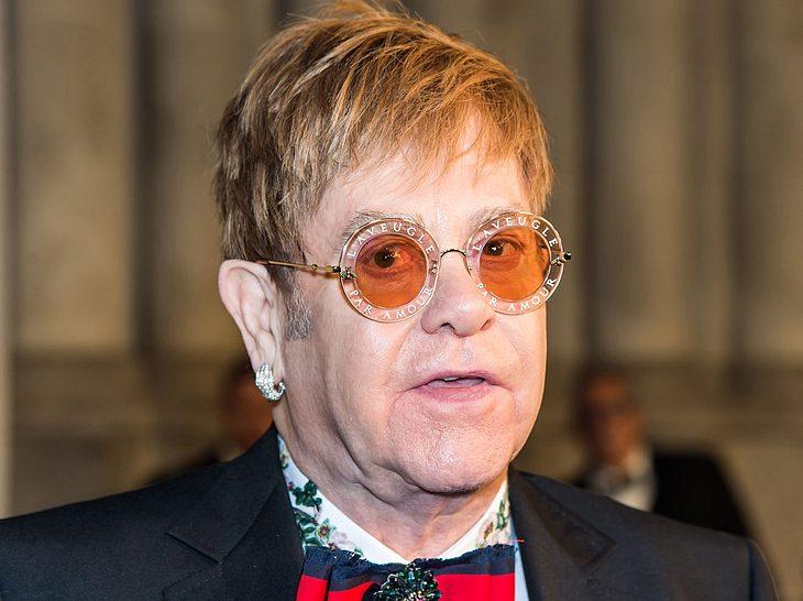 Elton John trauert um seine Mutter