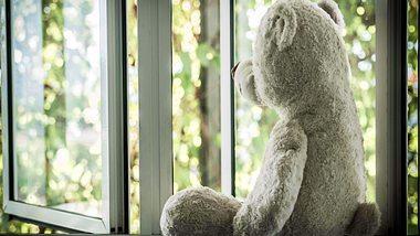 Sind die Kinder aus dem Haus, leiden Eltern oft unter dem Empty-Nest-Syndrom. - Foto: spukkato / iStock