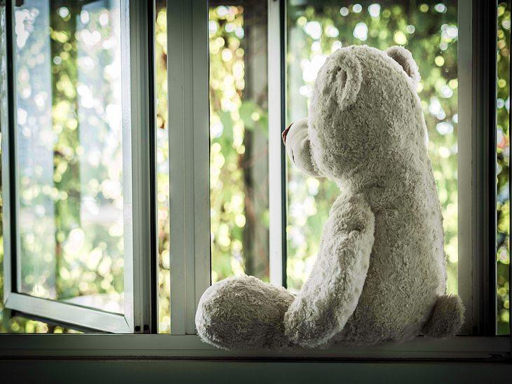 Sind die Kinder aus dem Haus, leiden Eltern oft unter dem Empty-Nest-Syndrom.