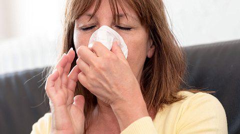 Was tun, wenn man eine Erkältung verschleppt hat? - Foto: thodonal / iStock