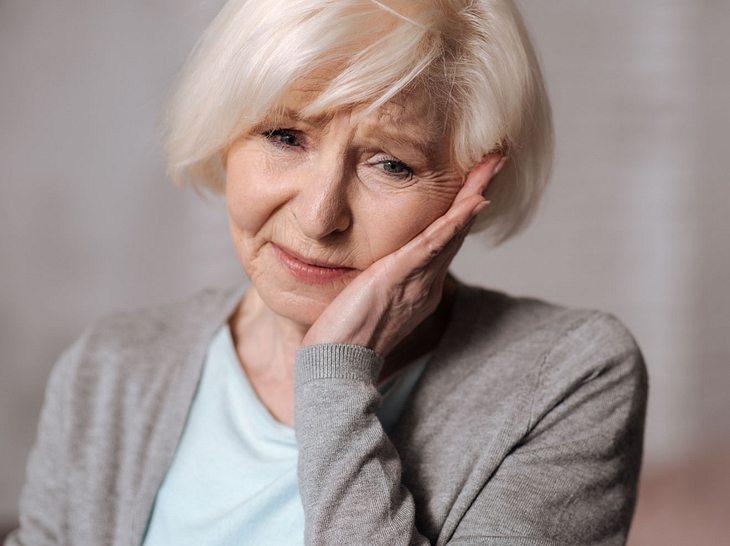 Während einer Erkältung treten oft Zahnschmerzen auf.