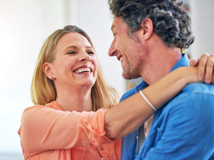 Das Geheimnis ewiger Liebe liegt im gemeinsamen Lachen.