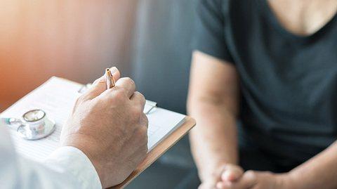 Einen Termin beim Facharzt zu bekommen kann lange dauern.  - Foto: noipornpan / iStock