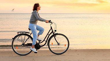 Das macht Fahrrad fahren für unsere Fitness - Foto: FredFroese / iStock