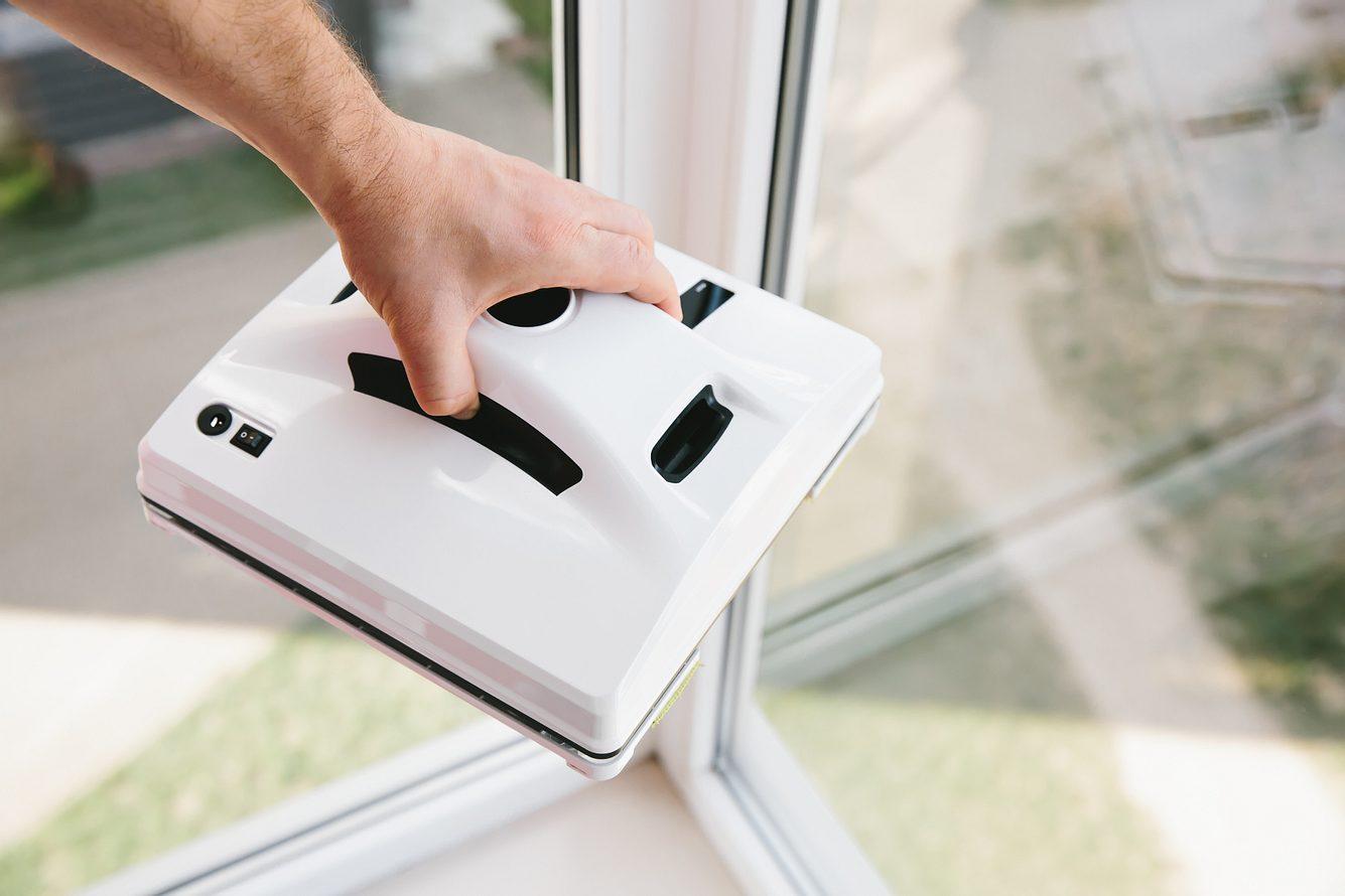 Fensterroboter zum Fenster putzen.