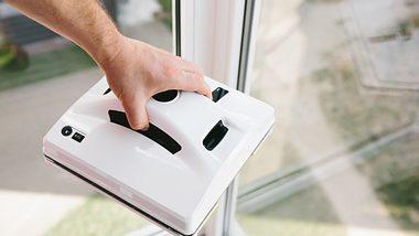 Fensterroboter zum Fenster putzen. - Foto: iStock/ Ekaterina Bondaretc