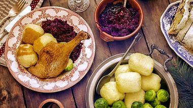Worauf sollte man beim Zubereiten des Festessens achten? - Foto: GMVozd / iStock