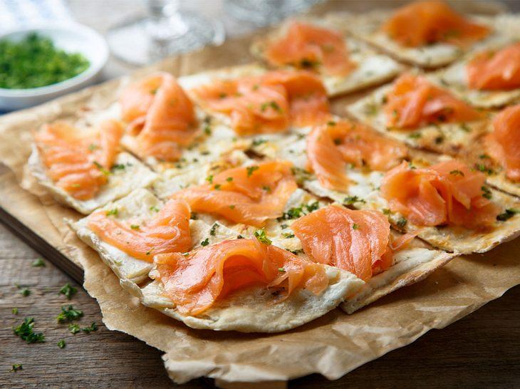 Flammkuchen-Rezepte: Mit Lachs, vegetarisch und süß| Liebenswert