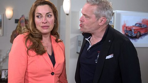 Frank macht Yvonne eine heftige Ansage. - Foto: ARD / Nicole Manthey