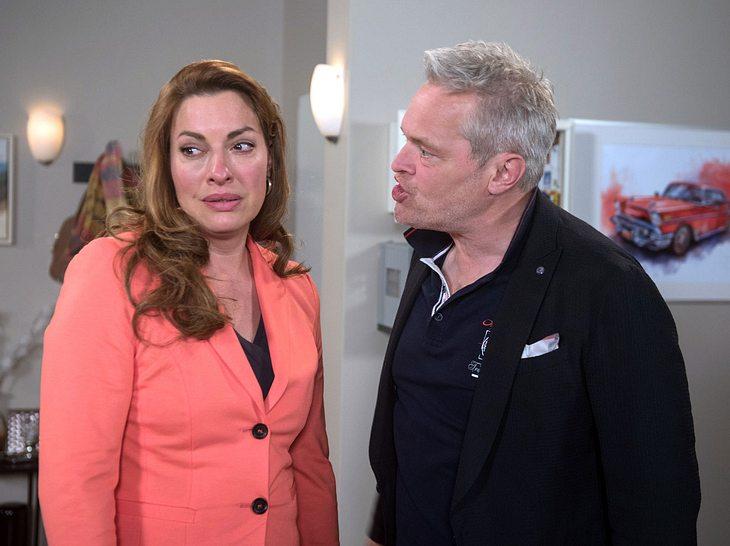 Frank macht Yvonne eine heftige Ansage.