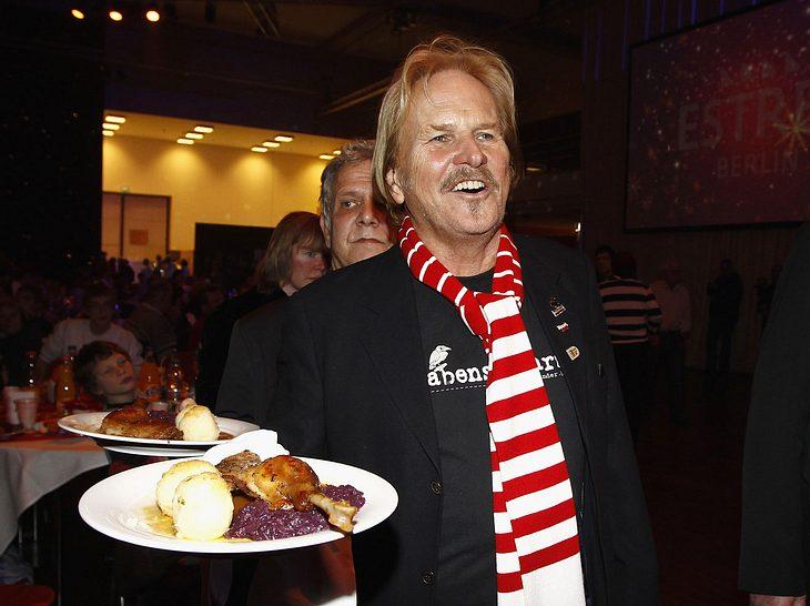 Frank Zander feiert Weihnachtsfest mit Berliner Obdachlosen.