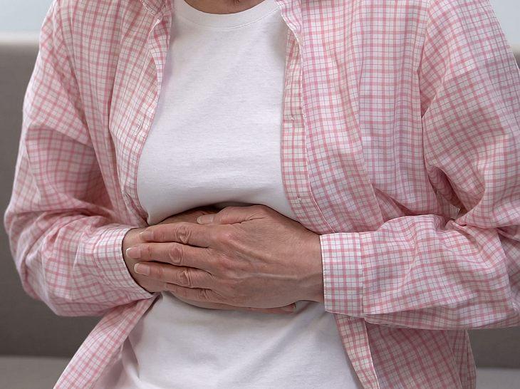 Sie haben Magenschmerzen? Ein Magengeschwür könnte die Diagnose sein.