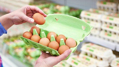 Freilandeier Mangel im Supermarkt - Foto: sergeyryzhov/iStock