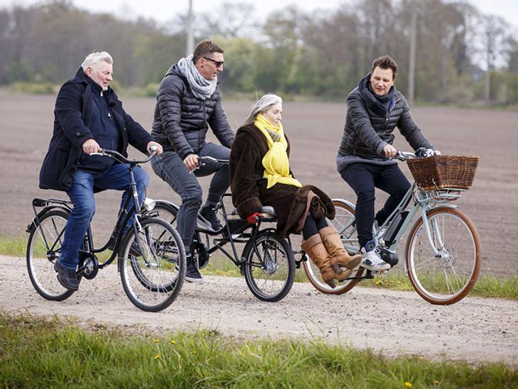 Guido Maria Kretschmer beim Fahrradfahren.