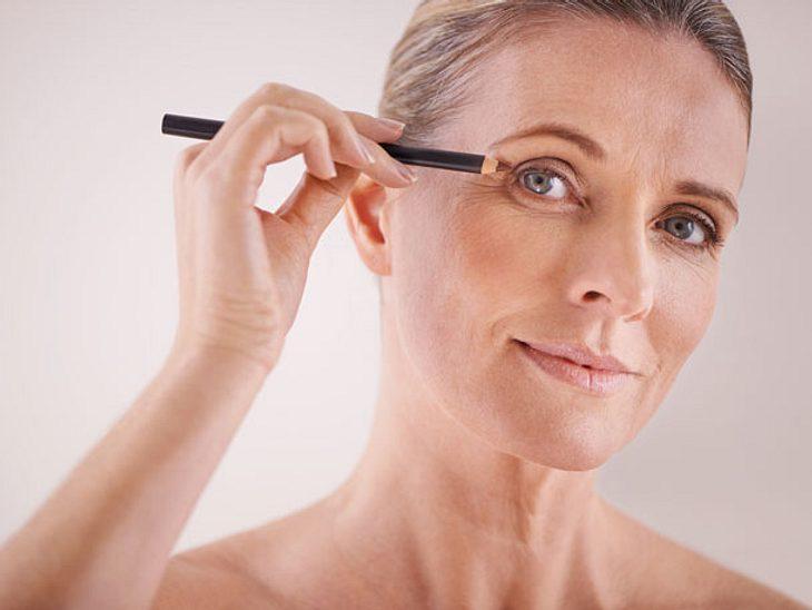 Gepflegte Augenbrauen geben dem Gesicht einen Rahmen.