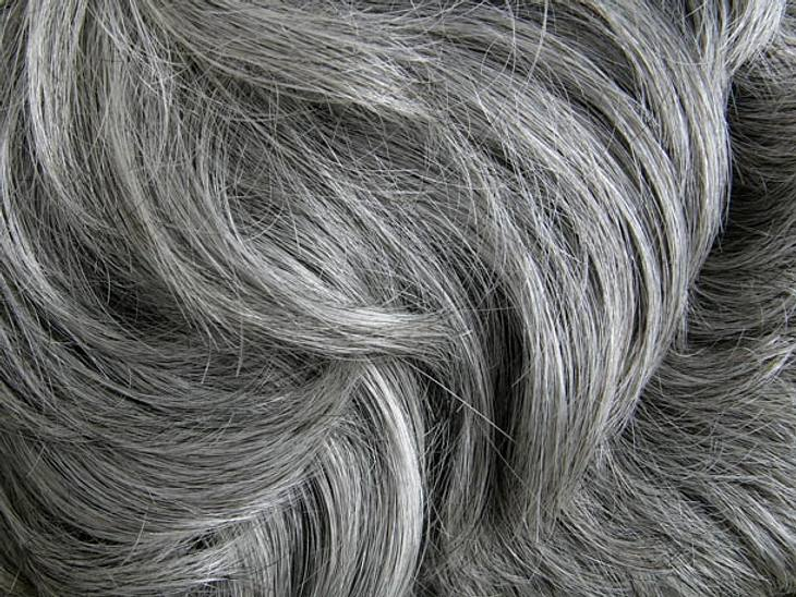 Graue Haare So Sehen Sie Auch Ohne Färben Richtig Gut Aus