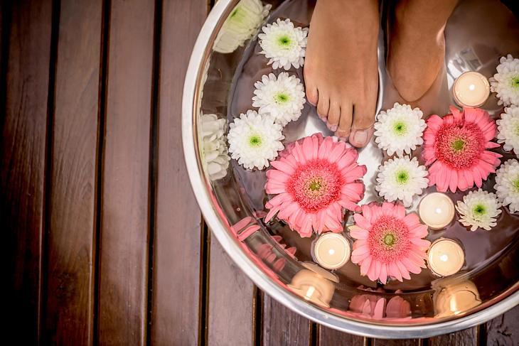 Mit der richtigen Pflege sind schöne Füße ein Kinderspiel.