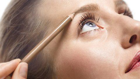 Augenbrauenstift richtig anwenden