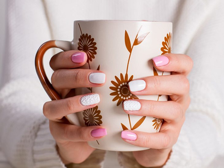 Das perfekte Nageldesign im Winter gelingt mit Knit Nails in Strickoptik.